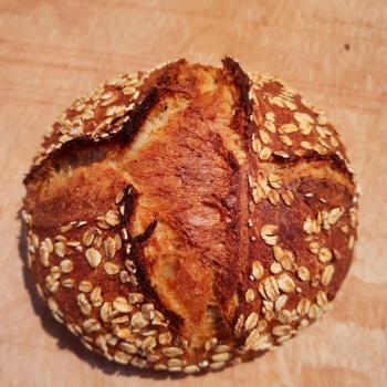 Mooswief Oat bread first slice