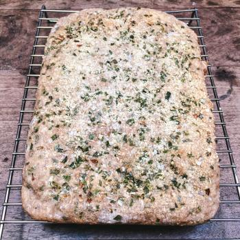 Nené Focaccia integral con cebolla de verdeo y parmessano first slice