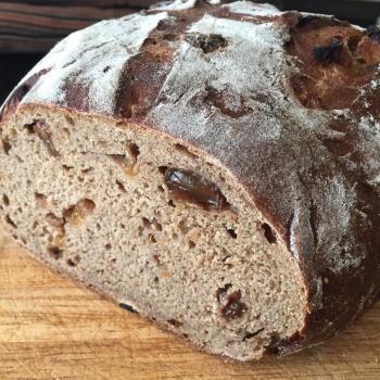 Schnups II Dark Fruit Bread first slice